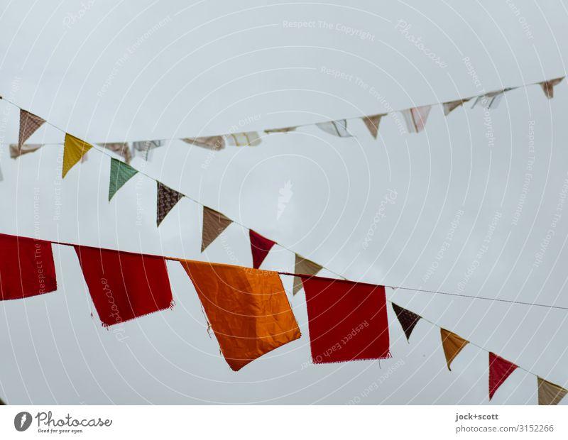 Fähnlein Straßenkunst Wolkenloser Himmel Prenzlauer Berg Dekoration & Verzierung Sammlung Fahne Seil Dreieck Rechteck hängen eckig hoch lang oben viele Stimmung