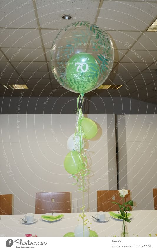 70.Geburtstag Wohnung Dekoration & Verzierung Stuhl Tisch Nachtleben Party Musik Bar Cocktailbar Feste & Feiern Tanzen Essen trinken Kerze Luftballon