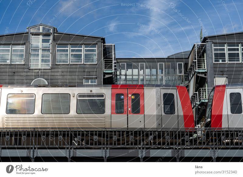 Nahverkehr Städtereise Hamburg Stadt Hafenstadt Stadtzentrum Haus Brücke Bauwerk Gebäude Architektur Öffentlicher Personennahverkehr Bahnfahren Schienenverkehr