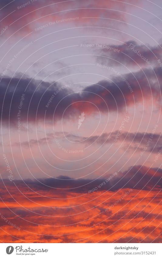 Farbenreicher Sonnen Untergang Umwelt Landschaft Urelemente Luft Wasser Himmel nur Himmel Wolken Sonnenaufgang Sonnenuntergang Sonnenlicht Sommer Herbst Klima