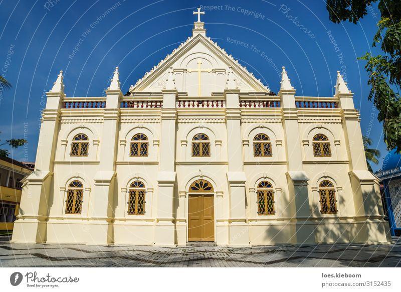 Santa Cruz Cathedral Basilica in Kochi, Kerala, India Stil Ferien & Urlaub & Reisen Tourismus Ferne Sightseeing Architektur Kirche Fassade Religion & Glaube