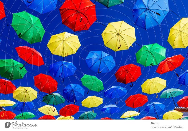 Bunte Regenschirme Stil schön Sonne Dekoration & Verzierung Kunst Himmel Wetter Straße schaukeln gut hell blau gelb grün Schutz Farbe farbenfroh Regenbogen