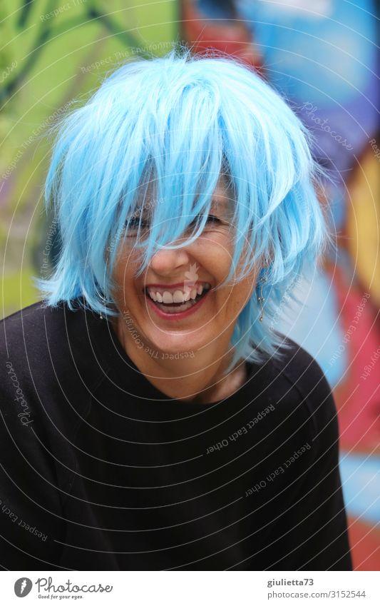 Lebensfreude pur | UT HH19 Frau Erwachsene Mensch 30-45 Jahre 45-60 Jahre kurzhaarig Perücke Stufenschnitt lachen Freude Glück einzigartig Optimismus Party
