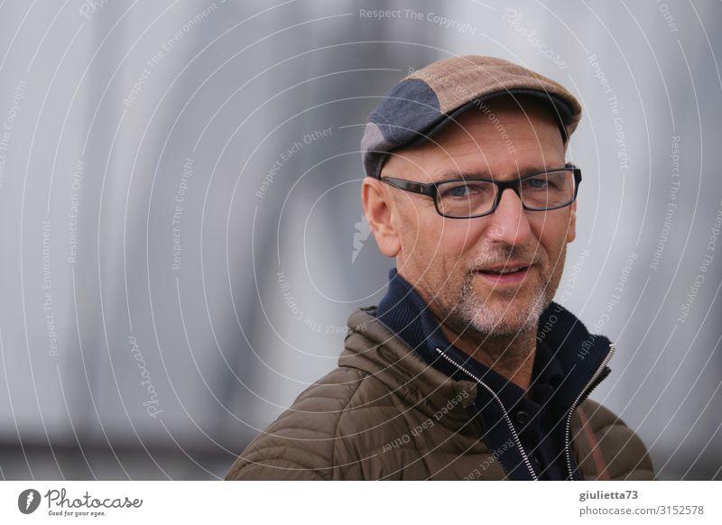 Hallo, wie gehts? | UT HH19 Mann Erwachsene Männlicher Senior Leben Mensch 45-60 Jahre Herbst Brille Mütze Baskenmütze grauhaarig Glatze Bart Dreitagebart