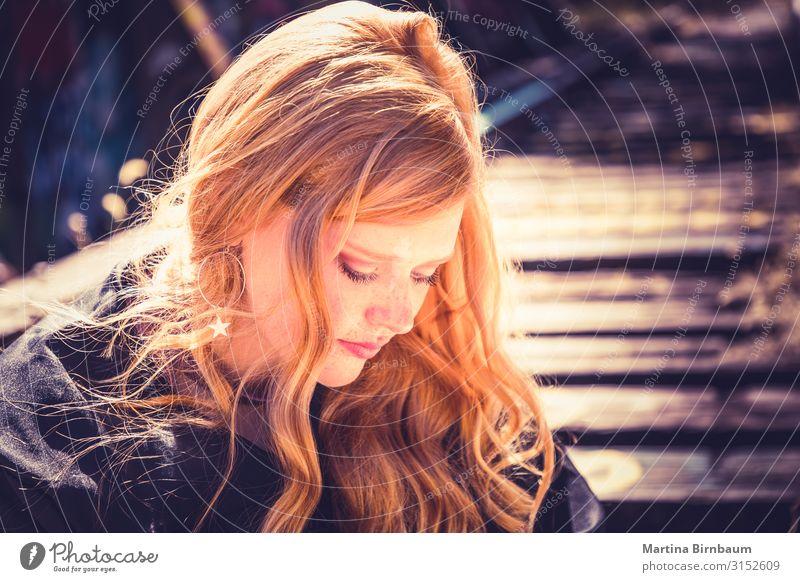 Schönes rotes Haar Lifestyle Freude Haare & Frisuren Gesicht Mensch feminin Junge Frau Jugendliche 1 13-18 Jahre Stimmung Geborgenheit Warmherzigkeit