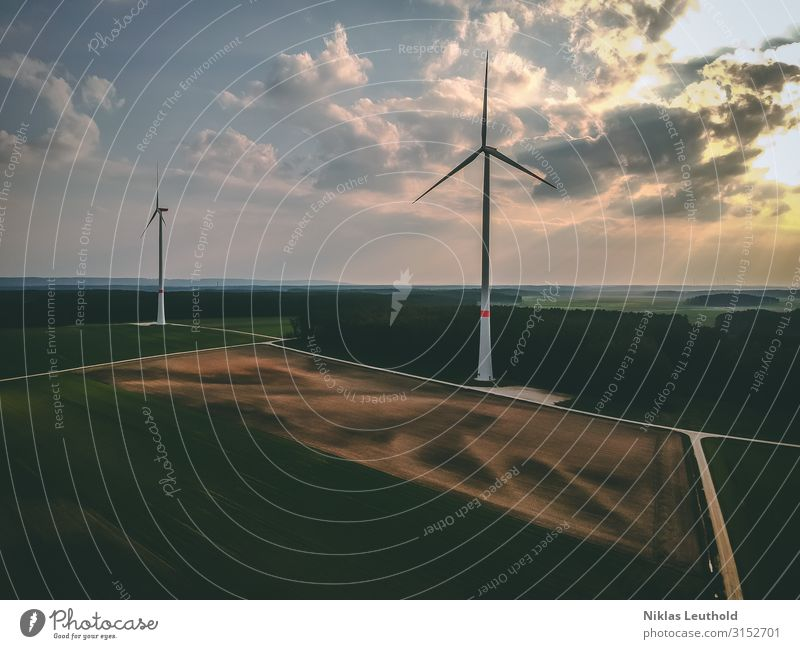 Windräder Technik & Technologie Fortschritt Zukunft Energiewirtschaft Erneuerbare Energie Windkraftanlage Umwelt Frühling Sommer Klimawandel Wetter Wiese Feld