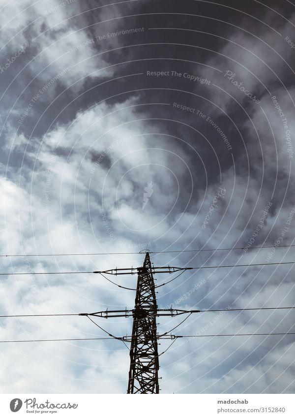 Stromlinienförmig strom Strommast Energie Himmel wolken Nachhaltigkeit Kraft Versogung Infrastruktur Kabel Stromnetz Versorgung Stahl Linien