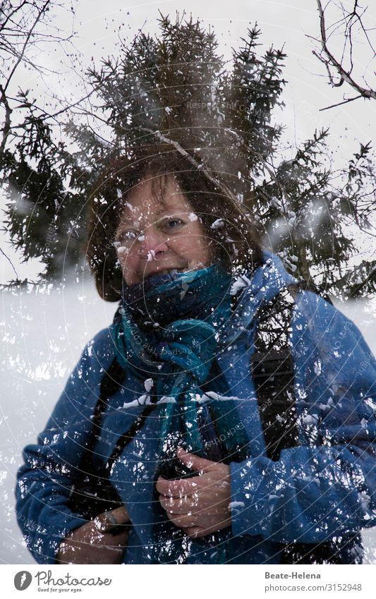 Winterträume (1) Frau schön Baum Erholung Gesundheit Erwachsene kalt Sport Bewegung Gesundheitswesen Ausflug wandern leuchten frisch Lächeln