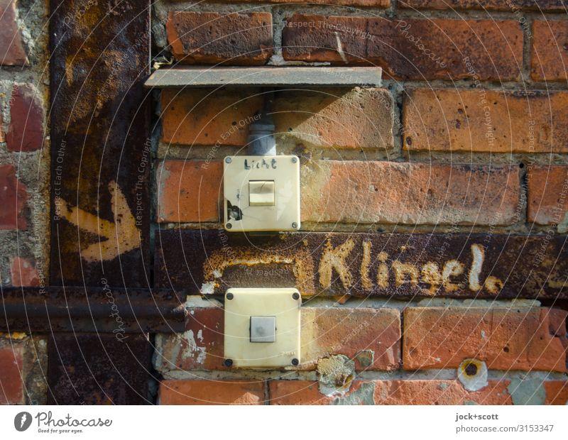 Klingel und Licht sparen DDR Pankow Mauer Wand Lichtschalter Backstein Kunststoff Schriftzeichen Schilder & Markierungen Pfeil Beschriftung außergewöhnlich