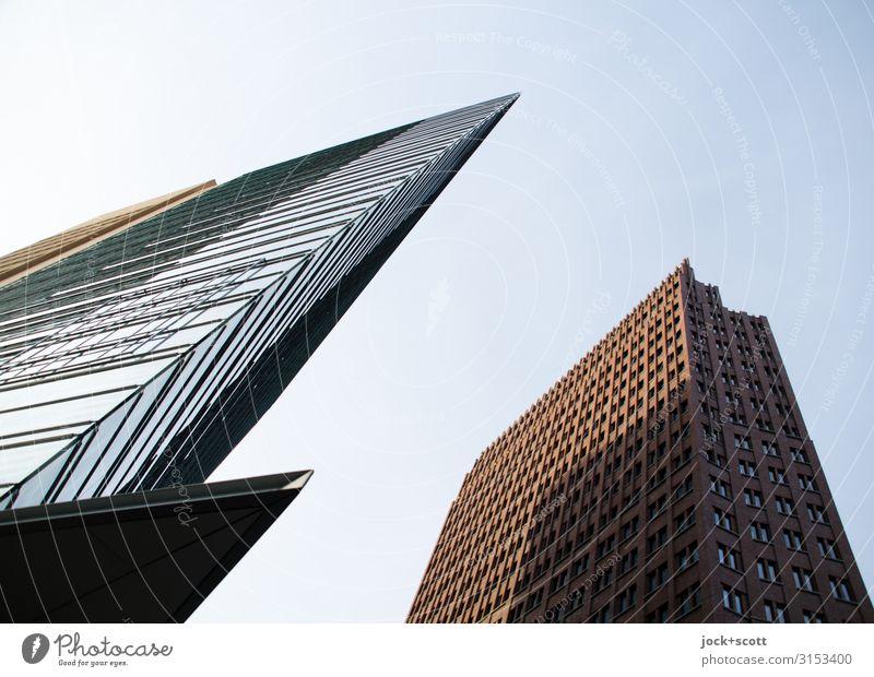 aufstürzende Neubauten Architektur Wolkenloser Himmel Potsdamer Platz Stadtzentrum Hochhaus Bürogebäude Fassade Sehenswürdigkeit authentisch eckig hoch Spitze