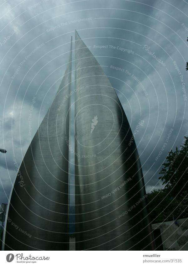 Aufziehendes Unheil Natur dunkel Regen Kunst modern obskur Denkmal Gewitter Aluminium