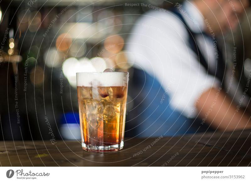 Cocktail Ernährung trinken Alkohol Spirituosen Longdrink Glas Freizeit & Hobby Party Bar Cocktailbar Wirt Arbeitsplatz Gastronomie maskulin Körper Kopf Anzug