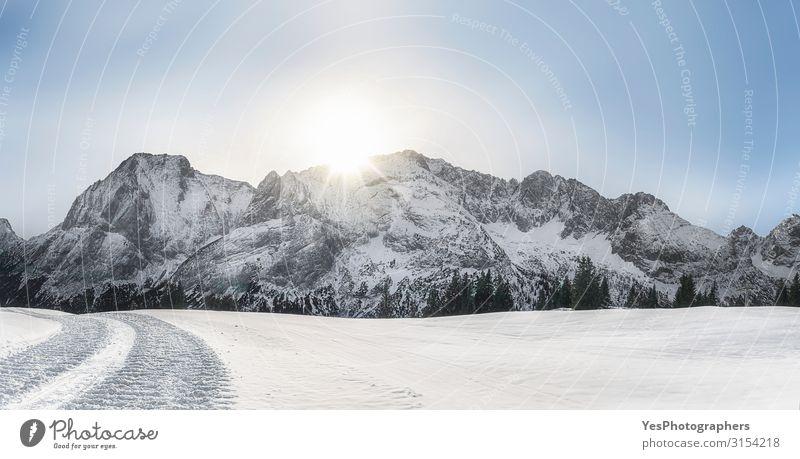 Winterliches Schneepanorama mit Alpenbergen und Schnee Berge u. Gebirge Natur Landschaft Klimawandel Wetter Schönes Wetter Gipfel hell weiß Ehrwald alpin