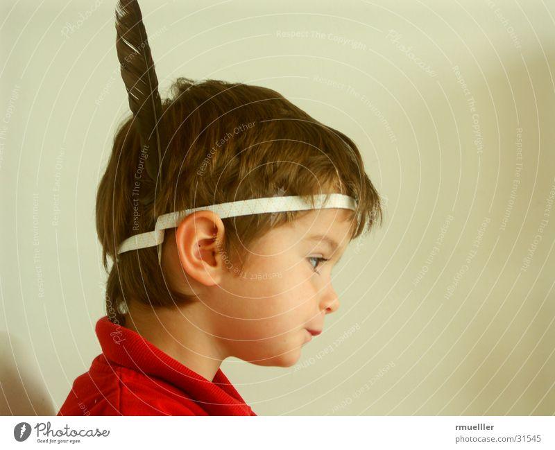 Hugh! Kind Freude Spielen lachen lustig klein Maske Karneval verkleiden Indianer Porträt Macho