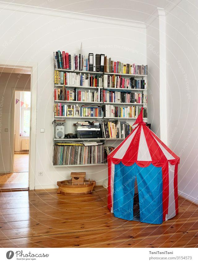 """Wohnen Spielen Häusliches Leben Wohnung Dekoration & Verzierung Wohnzimmer Buch """"wohnzimmer,"""" Zelt Bücherregal dieter rams Farbfoto Innenaufnahme Menschenleer"""