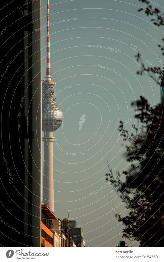 Fernsehturm, Berlin Alexanderplatz Berliner Fernsehturm Hauptstadt Stadt Tourismus Wahrzeichen Straße Verkehr Ferien & Urlaub & Reisen Reisefotografie