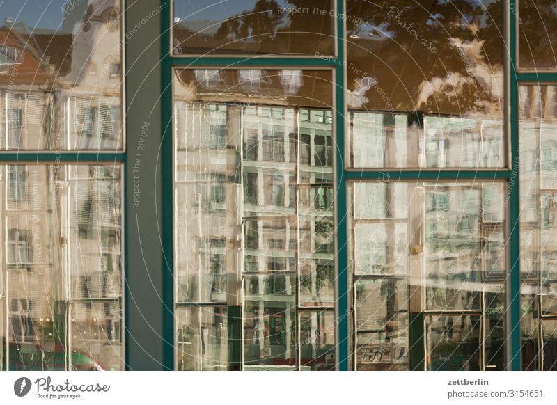 Tränenpalast Berlin Bahnhof Friedrichstraße tränenpalast Wahrzeichen Glas Fensterscheibe Glasscheibe Reflexion & Spiegelung Menschenleer Textfreiraum Haus
