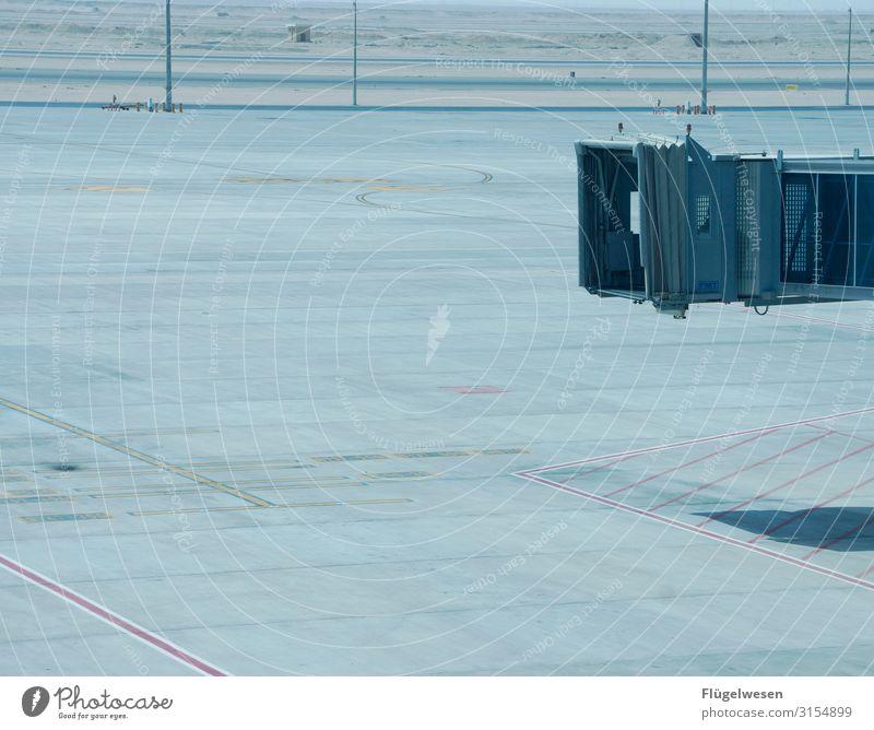 Leerlauf fliegen Flughafen Airport Flugzeug Beladen Gepäck leer Leerstand