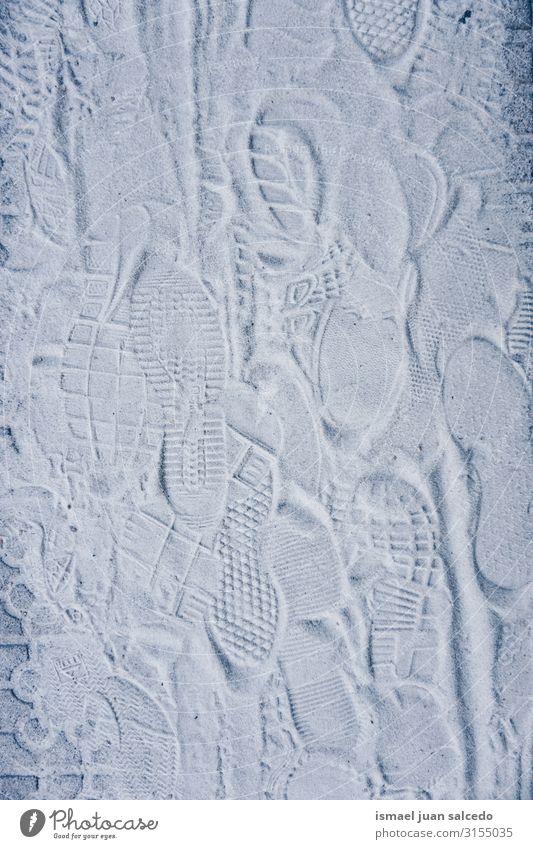 Fußspuren auf dem weißen Sand am Boden grau Straße Bürgersteig Straßenbelag Land Fußweg Außenaufnahme Streusand Konsistenz abstrakt Muster Material