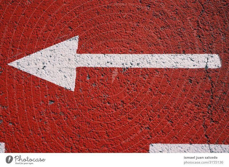 Wegweiser auf der Straße Pfeil Regie Verpflichtung Verkehrsgebot Signal Asphalt Hinweisschild Großstadt Verkehrsschild Zeichen Symbole & Metaphern Vorsicht
