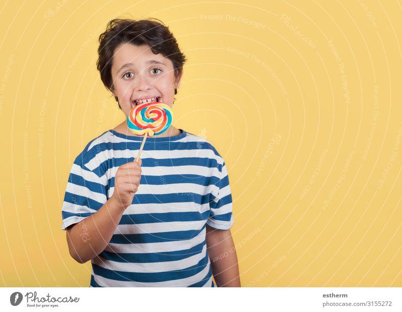 lustiges Kind mit Lolli Lebensmittel Dessert Süßwaren Ernährung Essen Lifestyle Mensch maskulin Junge Kindheit Zähne 1 8-13 Jahre Diät festhalten füttern