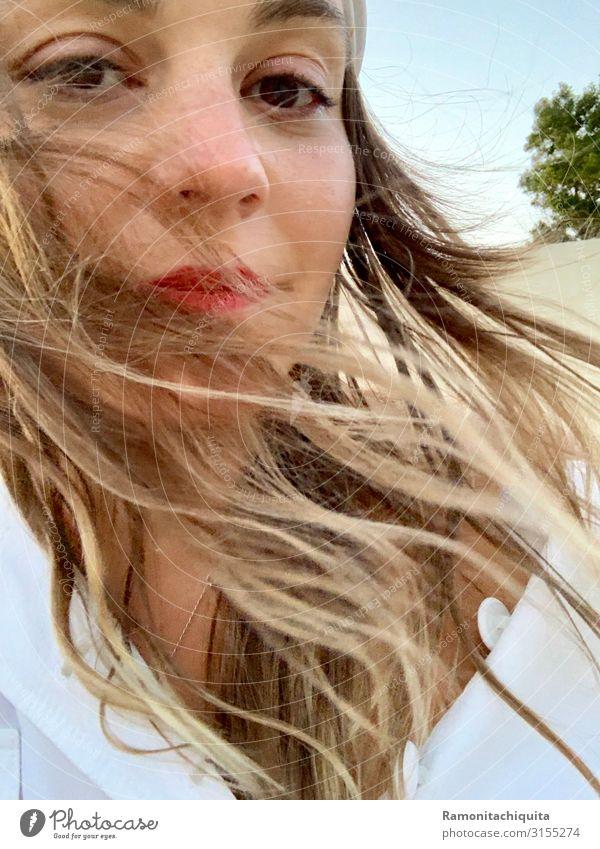 vom Winde verweht Lifestyle Lippenstift Freiheit Mensch feminin Junge Frau Jugendliche Erwachsene Kopf Haare & Frisuren Gesicht Auge 1 18-30 Jahre brünett blond