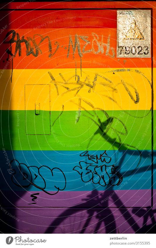 Trafokasten Nr. 78023 Stadtzentrum Mauer Menschenleer Schöneberg Textfreiraum Stadtleben Wand Farbe Regenbogen mehrfarbig Verlauf Farbverlauf Transformator