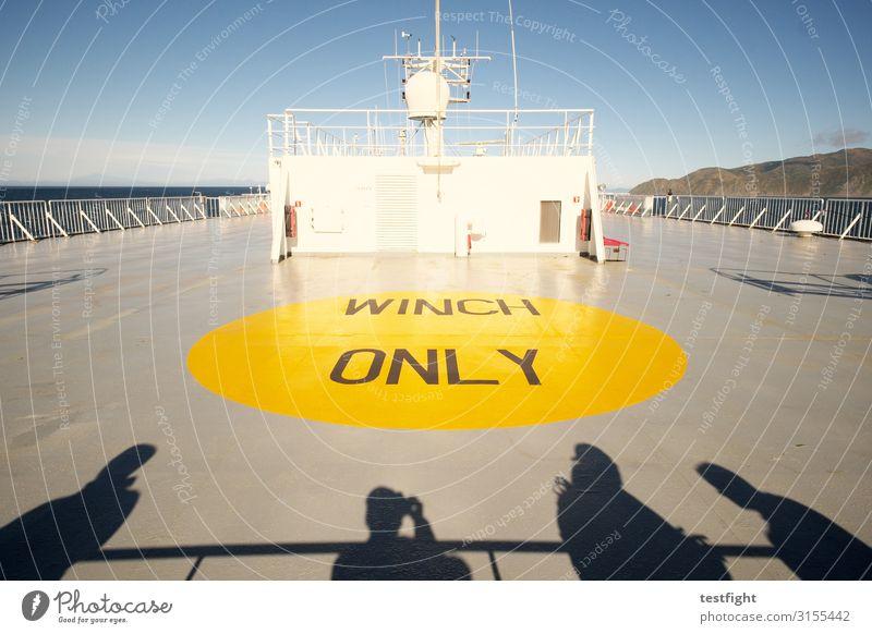 fähre Fähre fahren Güterverkehr & Logistik Landeplatz seilwinde gelb Platz Schattenspiel Farbfoto Außenaufnahme Licht Kontrast Silhouette Sonnenlicht