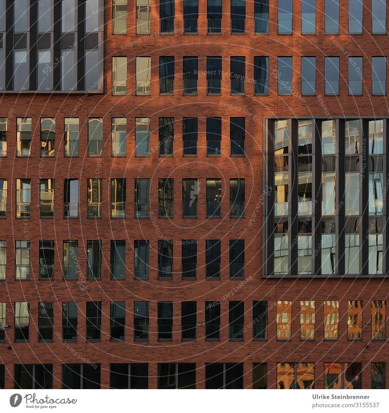 Eckig Hamburg Stadt Hafenstadt Stadtzentrum Haus Hochhaus Bauwerk Gebäude Architektur Fassade Fenster eckig modern gleich innovativ planen Symmetrie