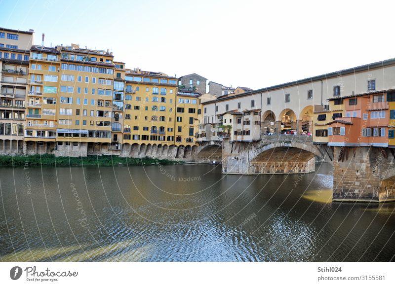 Ponte Vecchio in Florenz kaufen Tourismus Ausflug Sightseeing Städtereise Fluss Italien Stadt Stadtzentrum Altstadt Haus Brücke Gebäude Sehenswürdigkeit
