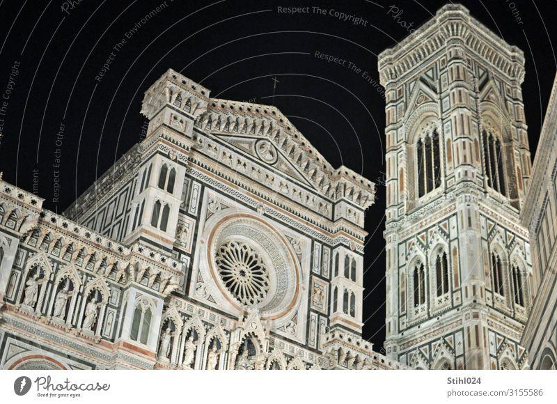 Kathedrale Santa Maria del Fiore in Florenz Tourismus Sightseeing Städtereise Architektur Italien Stadt Altstadt Menschenleer Dom Platz Kirchturm