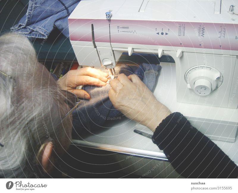 selber machen Nähmaschine Nähen Reparatur nachhaltig Frau Großmutter Hand Arbeit & Erwerbstätigkeit stopfen modern Rad Einstellrad Nähgarn Spule Fadenführung