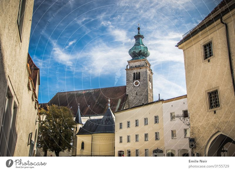 Lass die Kirche in Mühldorf Deutschland Dorf Altstadt Ferien & Urlaub & Reisen Inn Kirchturm Farbfoto Außenaufnahme Tag