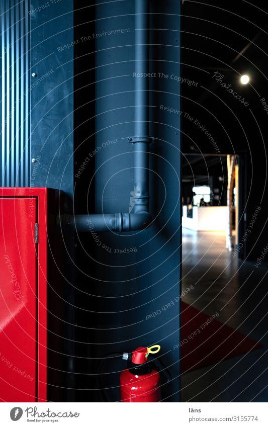 Sicherheit und Ordnung Technik & Technologie Hamburg Mauer Wand Linie Vertrauen Feuerlöscher Sicherungskasten Röhren rot schwarz Warnfarbe Farbfoto