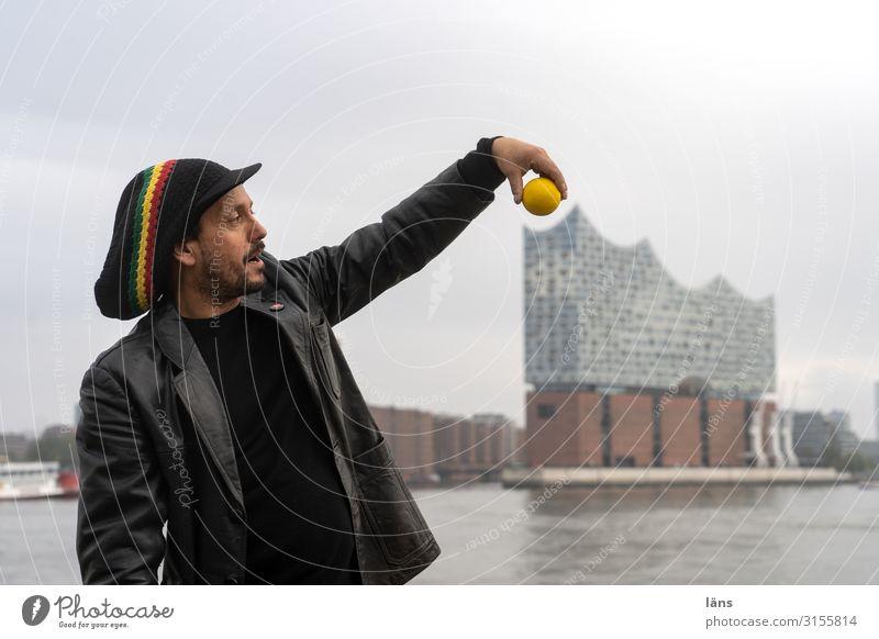 die Krönung der Krönung Ferien & Urlaub & Reisen Tourismus Ausflug Ball Mensch maskulin Mann Erwachsene Leben 1 Hamburg Hamburger Hafen Hafenstadt Haus Bauwerk