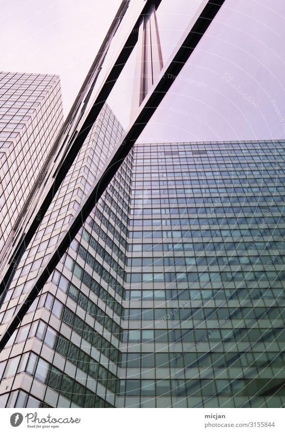 Reflektierende Bauten Arbeitsplatz Büro Wirtschaft Baustelle Stadt Hauptstadt Stadtzentrum Menschenleer Haus Hochhaus Bauwerk Gebäude Architektur Fassade