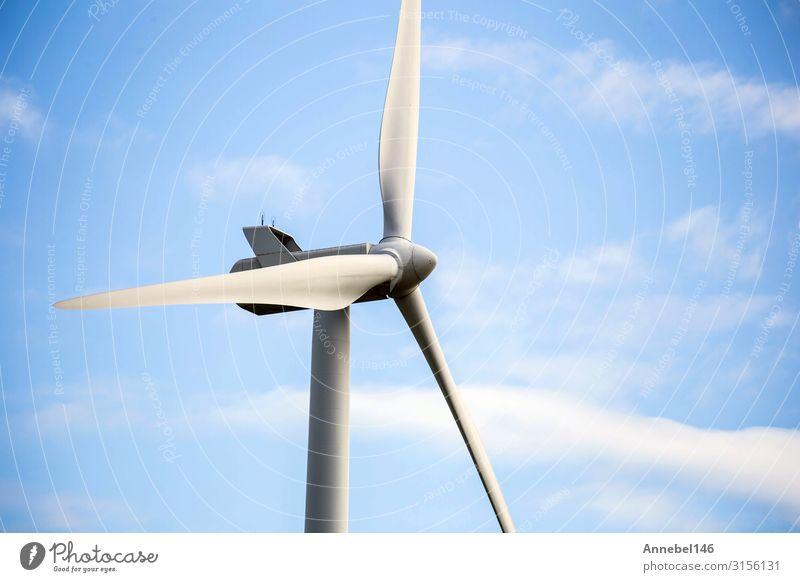 moderne Windmühle an einem sonnigen Tag und mit idyllischen weißen Wolken Industrie Technik & Technologie Windkraftanlage Umwelt Natur Landschaft Pflanze Himmel