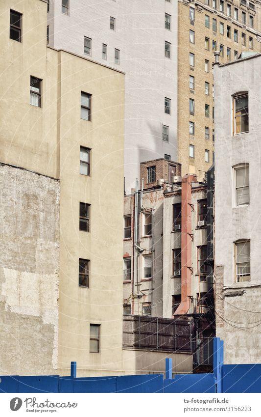 Hausversammlung, New York City alt blau Stadt Fenster Architektur Wand Gebäude Mauer Stein braun Fassade grau Häusliches Leben Hochhaus trist