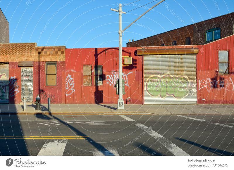 Brooklyn's Bretter Buden Ferien & Urlaub & Reisen Städtereise Häusliches Leben Wohnung Rolltor New York City Stadt Stadtzentrum Menschenleer Haus Ruine Bauwerk