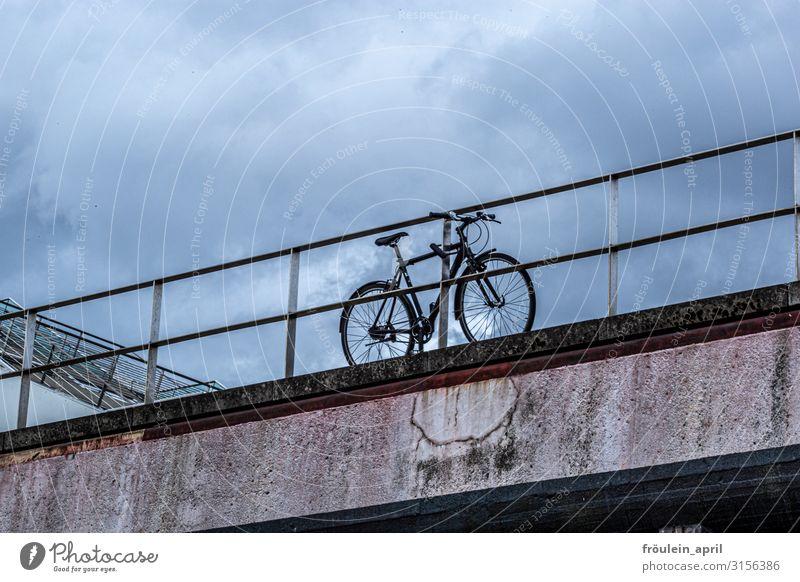 parken | UT HH19 Wolken Verkehrsmittel Fahrradfahren Bewegung Fitness Sport dunkel trendy Stadt blau braun grau schwarz Abenteuer anstrengen Leben nachhaltig