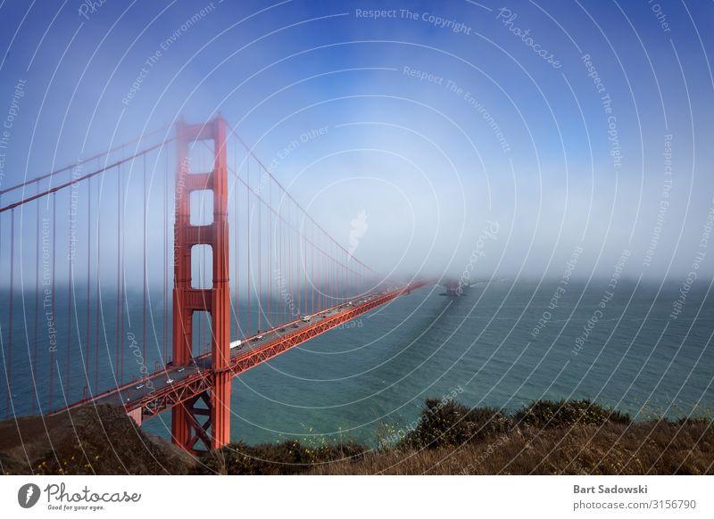 Golden Gate Bridge, die in den Nebel übergeht. Ferien & Urlaub & Reisen Sightseeing Wolken Wetter Küste San Francisco Bay USA Brücke Wahrzeichen fahren quer