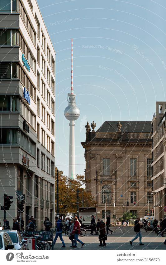 Fernsehturm hinter der Friedrichstraße Alexanderplatz Berlin Berliner Fernsehturm Hauptstadt Stadt Tourismus Wahrzeichen Straße Verkehr Ferien & Urlaub & Reisen