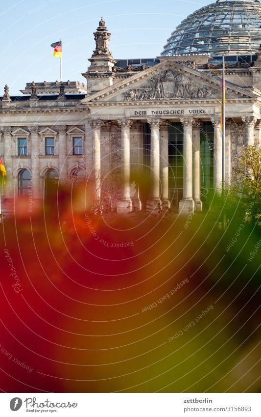 Deutscher Bundestag Architektur Berlin Deutschland Deutsche Flagge Hauptstadt Parlament Regierung Regierungssitz Regierungspalast Spree Spreebogen Fahne