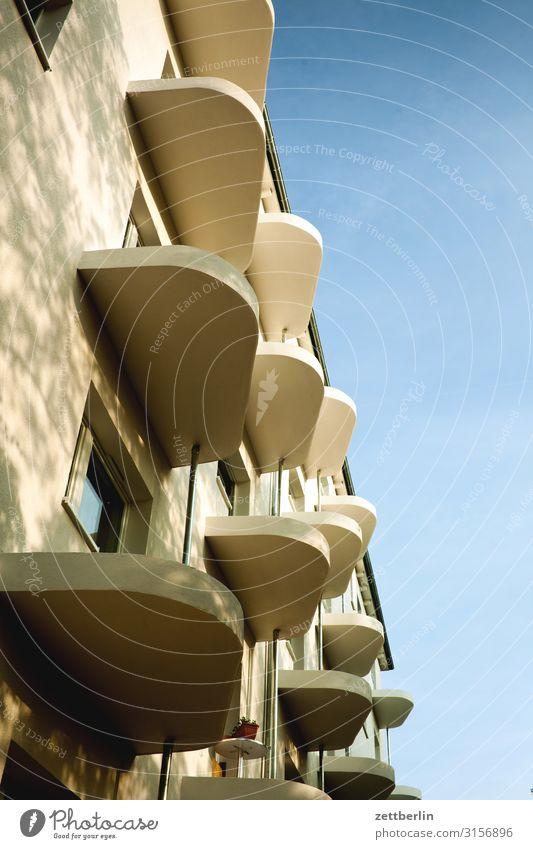 Balkons (halbfertig) Altbau Altbauwohnung luxussanierung Sanieren Berlin Fassade Fenster Haus Himmel Himmel (Jenseits) Stadtzentrum Mauer Mehrfamilienhaus