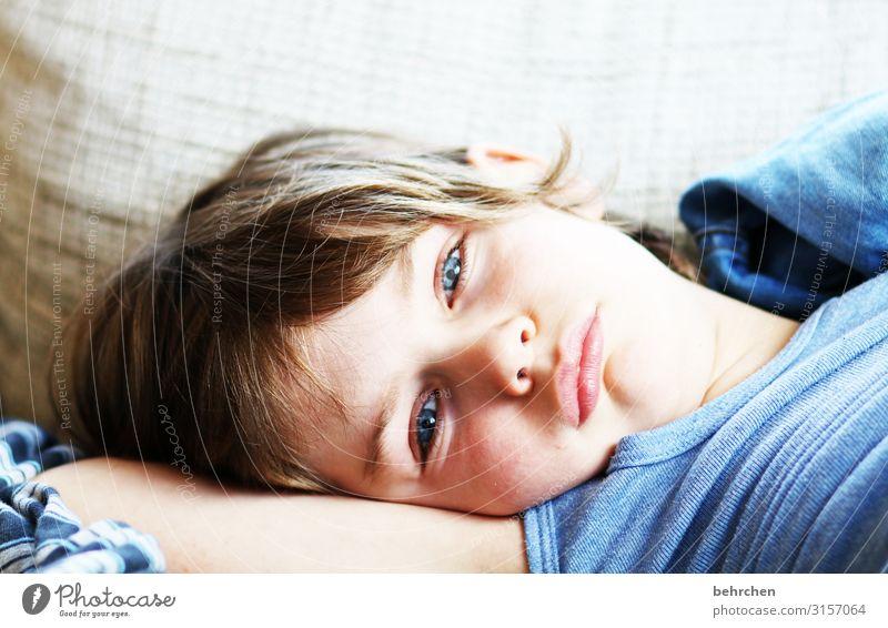 müd Kind Junge Eltern Erwachsene Familie & Verwandtschaft Kindheit Körper Haut Kopf Haare & Frisuren Gesicht Auge Ohr Nase Mund Lippen 3-8 Jahre schlafen