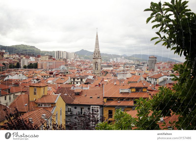 Über den Dächern von Bilbao kaufen Ferien & Urlaub & Reisen Tourismus Sightseeing Städtereise Natur Wolken Herbst schlechtes Wetter Baum Sträucher