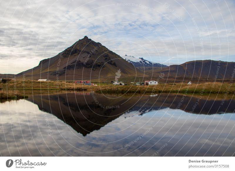 Mountains in Iceland are reflected in the water Ferien & Urlaub & Reisen Tourismus Ausflug Abenteuer Expedition Sommer Winter Umwelt Natur Landschaft Klima