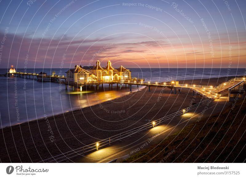 Pier in Sellin bei violetter Morgendämmerung, Deutschland. Ferien & Urlaub & Reisen Tourismus Ausflug Sightseeing Städtereise Sommer Sommerurlaub Strand Meer