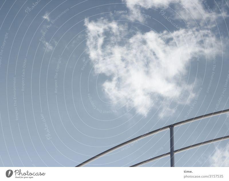 Geländer vor Wolke himmel architektur hell bauwerk struktur wolken linien kunst geländer handlauf eisen metall oben schwung rund treiben ziehen parallel