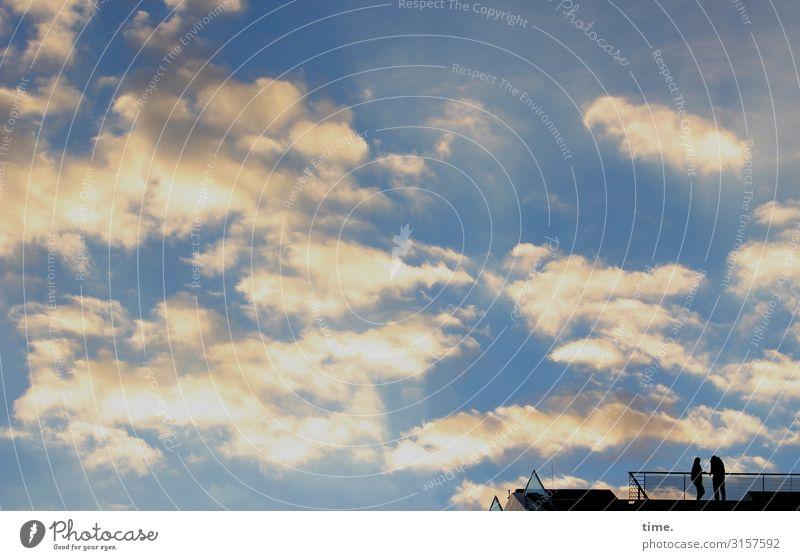 Der Himmel über'm Dockland | weitsichtig Mensch 2 Wolken Schönes Wetter Hamburg Bauwerk Architektur Geländer Dach Beton Glas stehen hoch oben ruhig Leben
